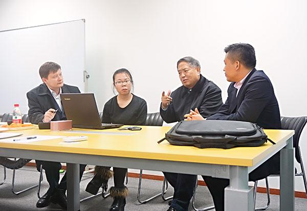 Pleasant-conversation-in-SEFIC-meeting-room